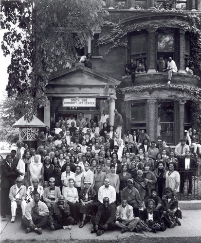 Artists-gather-for-historic-photo-in-front-of-sscac-2004