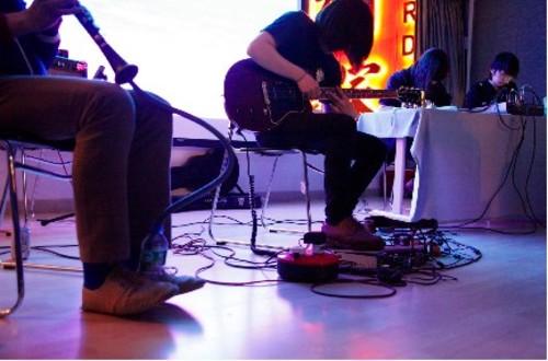 20110328183925-guitar1