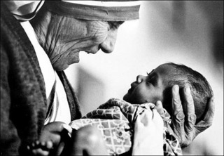 Mother Teresa cradling an armless baby orphan at her order\'s orphanage in Calcutta, India,Eddie Adams