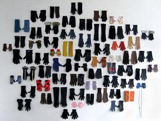 Lost Glove, Las Hermanas Iglesias