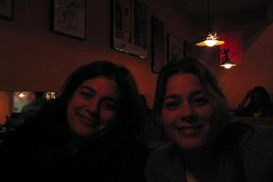 Solis_sisters_at_bar