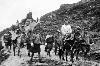 First King Ugyen Wangchuck of Bhutan with the British Political agent for Sikkim, Tibet and Bhutan (centre) with the King of Sikkim at Calcutta,