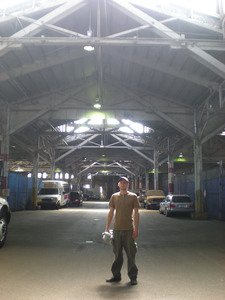 Erik_in_warehouse