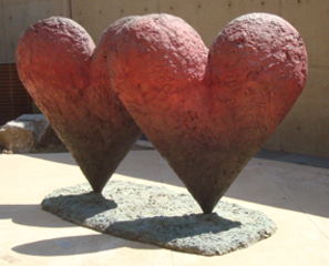 Twin 6\' Hearts. Collection of Palm Springs Art Museum, gift of Donna and Cargill MacMillan, Jr., Jim Dine