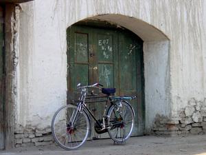 024_72ppi_bike_in_doorway_12_01_01