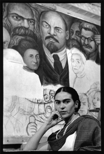 Lb_frida_in_front_of_the_unfinished_unity_panel_new_worker_s_school_ny_1933_5x7