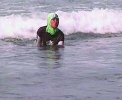 20100818134008-beach_time_krisna_murti