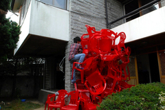 20100903152527-previous_work-approach_to_an_old_house-koki_tanaka-2008-_dvd__small_