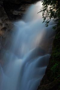 20101017093746-waterfall