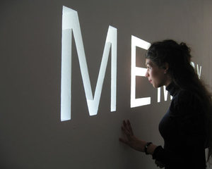 Memory (installation view, MAC-VAL Paris), Shilpa Gupta