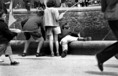 Kids_at_play_luxembourg_grdens