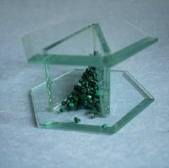 20110118100747-glassvthing