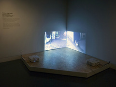 20110130083004-waiting_dogs_installation_view_01