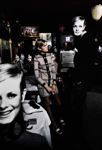 Twiggy_bar_new_york_1967-1