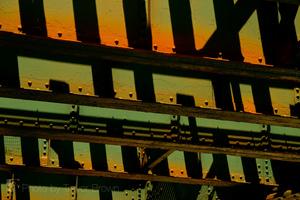 20110208203145-01_tbrown_under_the_rails