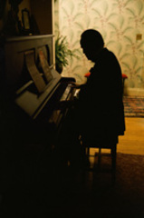 Brando at the piano, Steve Schapiro