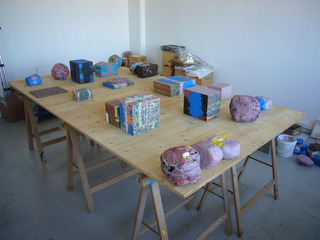 Workshop formation of acrylic volumes on a table, Stefan Gritsch