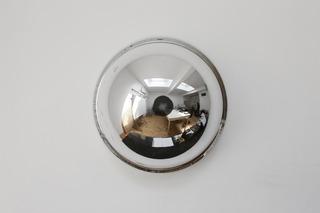 Geprepareerde panoramaspiegel (prepared surveillance mirror, 2010), Suchan Kinoshita