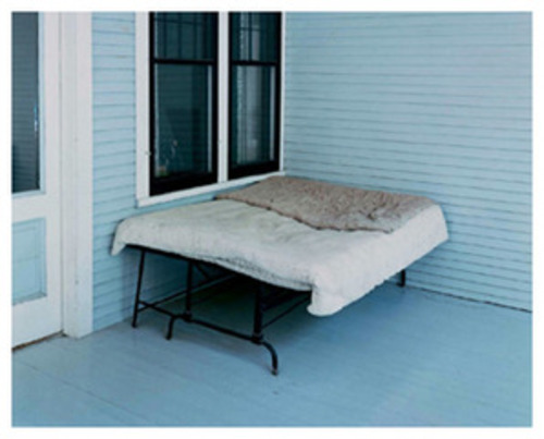 20110510133750-20110508200944-alec_soth_charles_lindbergh_s_boyhood_bed__little_falls__minnesota_1999