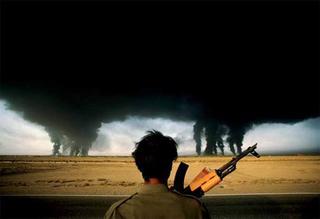 L'incendie des puits de pétrole, Abadan, Iran,