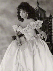 Joan Henrietta Collins , John Swannell