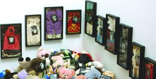Historia de las pequeñas efigies, Annette Messager
