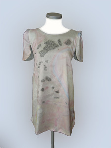 20110831162540-09_spruth_magers_gallery__london__painted_silk__smock_design_michelle_brunnick__front_
