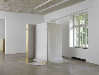 """""""Ein semiotisches Haus, das nie gebaut wurde""""; Installationsansicht; Neuer Aachener Kunstverein, Aachen, Nairy Baghramian"""