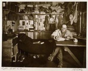 Robert Falcon Scott , Herbert George Ponting