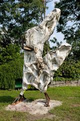 20111012121012-jonigoghossian3