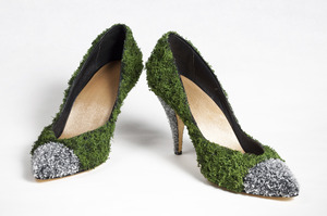 20111110103346-heels_front