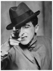 Jean Cocteau avec un revolver , Berenice Abbott