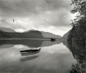 20111220134514-uelsmann_untitled_floatingboatsmalhouse__300