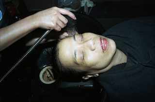 My mother having her hair washed, Paolo Morales