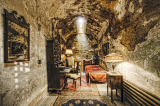 Capone\'s Cell, Eric Holubow