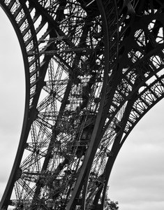 20120520030344-01-eiffel_tower_leg_and_elevator-