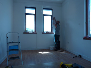 20120704230956-1_darren_jones_installing_at_the_queensferry_gallery
