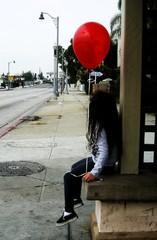 20120925210550-twinks_redballoon