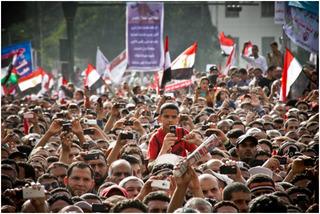 Demonstranten während einer Rede, Tahrir-Platz, Mosa'ab Elshami