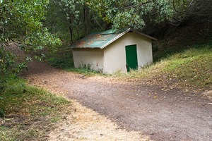 20121006003436-trail_hut