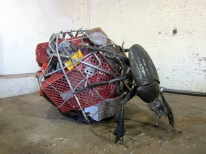 20121107161543-dung_beetle_adrian_landon_metal_sculpture_2