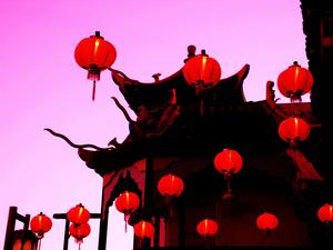 20130517003145-floating_red_lanterns