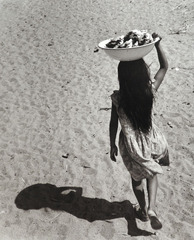 Niña sombra (Shadow Girl), Santa María de Mar, Oaxaca, Rodrigo Moya