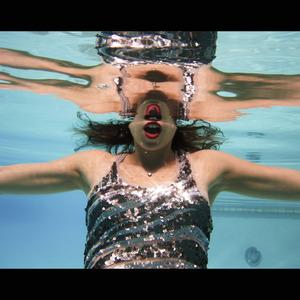 20130201162613-4_ml_underwater_sequins