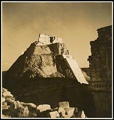 Pyramid of magician, Uxmal, Yucata, Mexico, Eva Sulzer