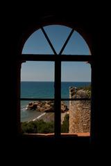 Ventana Con Vista a la Torre Original del Castillo Tamarit, Tarragona, Spain,