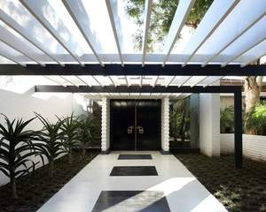 Sidney and Frances Brody House, view of entrance. Los Angeles, California, A. Quincy Jones