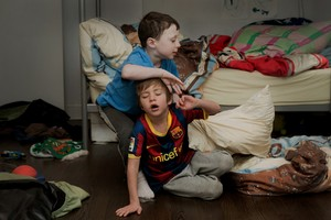 20130923214701-children-with-pillow-1200x800
