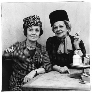 20131015141725-two-ladies-at-the-automat-415x420