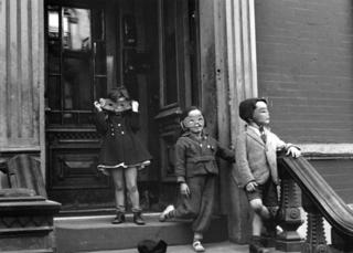 New York City (3 kids with masks), Helen Levitt